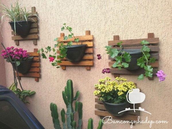 giá treo hoa trên tường ban công
