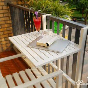 bàn treo ban công bằng gỗ