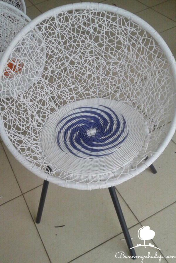 bàn ghế ban công chung cư hiện đại