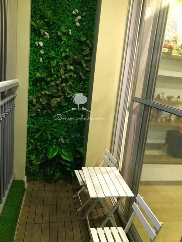 tường cỏ trang trí ban công
